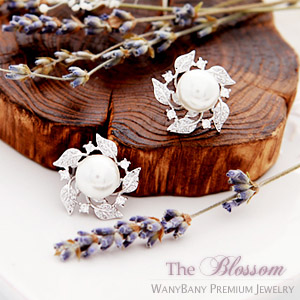 Helena Pearl Earrings ■ The Blossom ■