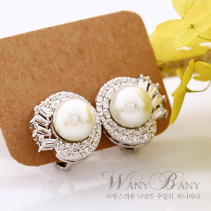 Muse Pearl Earrings