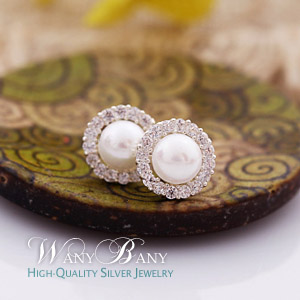 Silver Mini Pearl Q Earrings